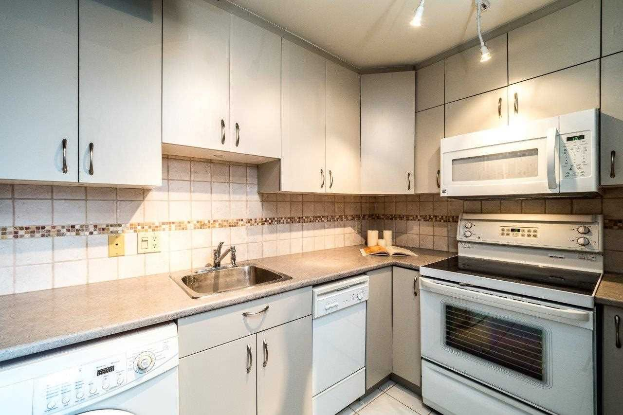 """Photo 11: Photos: 1203 650 16TH Street in West Vancouver: Ambleside Condo for sale in """"Westshore Place"""" : MLS®# R2147302"""