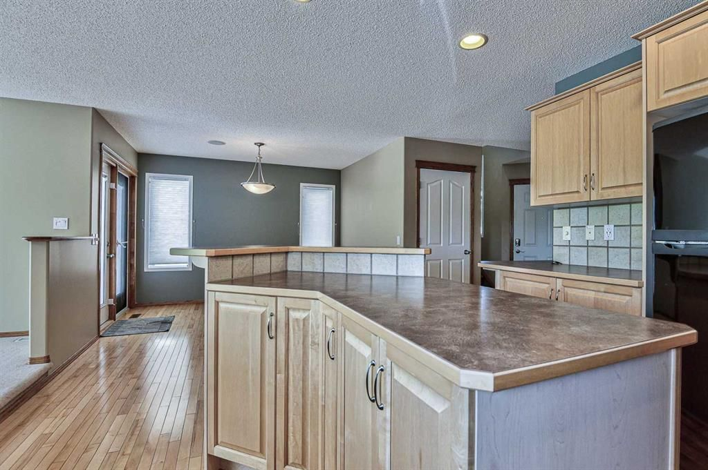 Photo 10: Photos: 106 Everwillow Close SW in Calgary: Evergreen Detached for sale : MLS®# A1116249