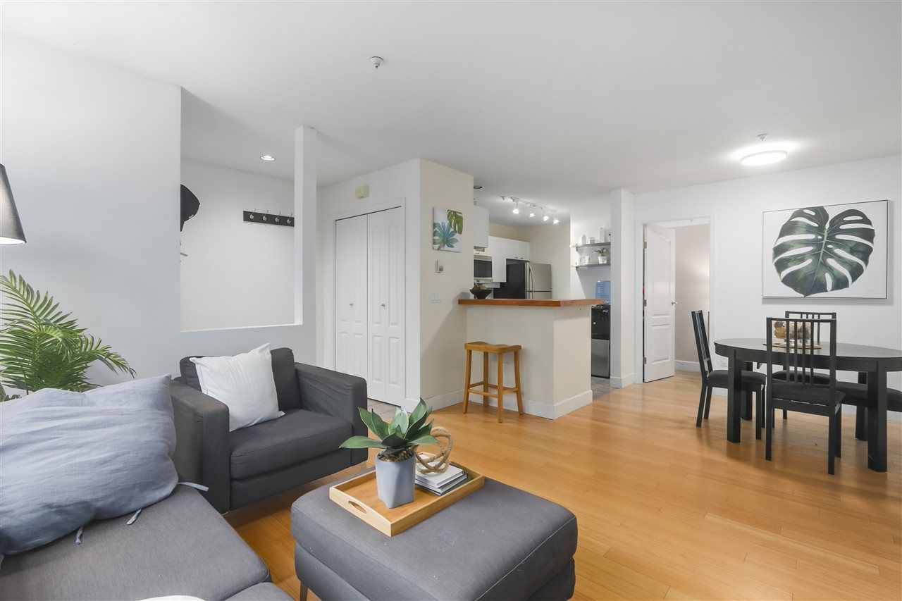 """Photo 2: Photos: 103 657 W 7TH Avenue in Vancouver: Fairview VW Townhouse for sale in """"THE IVYS"""" (Vancouver West)  : MLS®# R2348649"""
