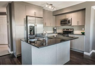 Photo 5: 95 West Coach Manor SW in Calgary: West Springs Row/Townhouse for sale : MLS®# A1114599