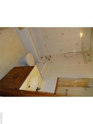 Photo 4: 236 Kimberly Avenue in Winnipeg: East Kildonan Residential for sale (North East Winnipeg)  : MLS®# 1611592