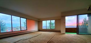 Photo 5: 405 2910 Cook St in : Vi Mayfair Condo for sale (Victoria)  : MLS®# 860042