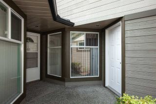 "Photo 3: 138 16080 82 Avenue in Surrey: Fleetwood Tynehead Townhouse for sale in ""Ponderosa"" : MLS®# R2297847"