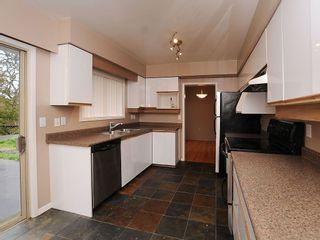 Photo 13: 2006 Runnymede Ave in Victoria: Residential for sale : MLS®# 289922