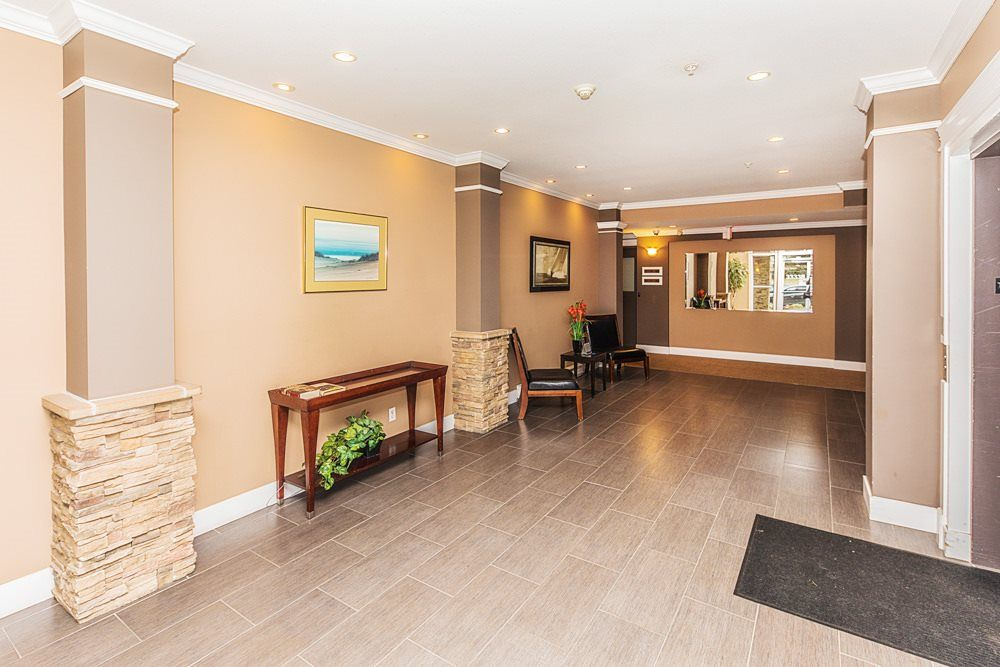 Photo 16: Photos: 211 33338 MAYFAIR Avenue in Abbotsford: Central Abbotsford Condo for sale : MLS®# R2327963