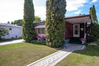 Photo 2: 8 Iris Street in Winnipeg: Garden City Residential for sale (4G)  : MLS®# 1923351