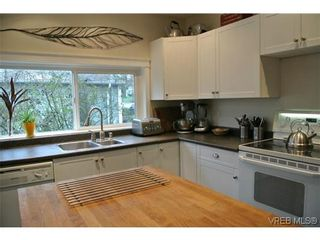 Photo 5: 870 Brett Ave in VICTORIA: SE Swan Lake House for sale (Saanich East)  : MLS®# 633915