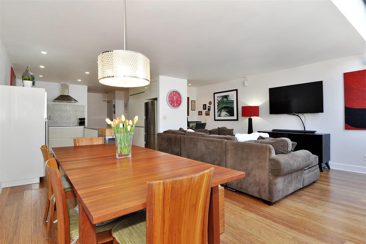 """Photo 7: Photos: 206 225 SIXTH Street in New Westminster: Queens Park Condo for sale in """"ST. GEORGE'S MANOR"""" : MLS®# R2394258"""