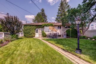 Photo 2: 17 Fay Road SE in Calgary: Fairview Detached for sale : MLS®# A1130756