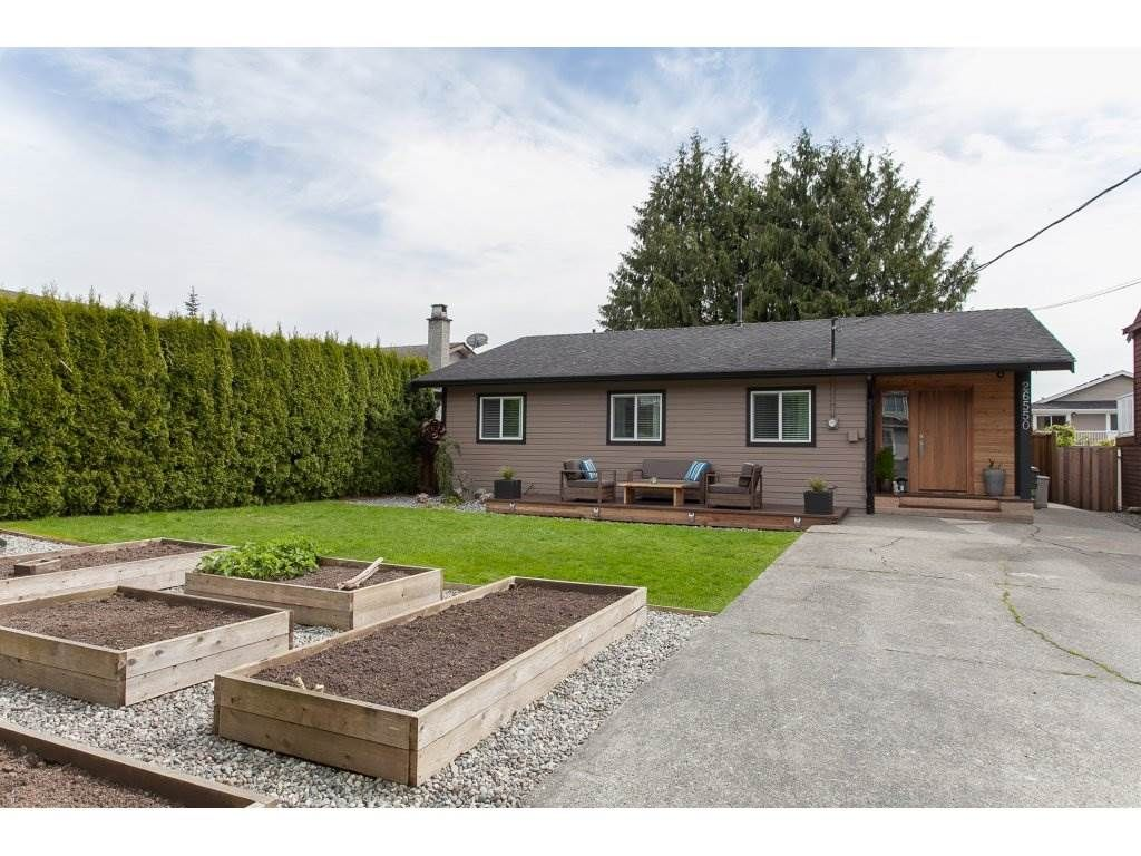 Main Photo: 26550 28B Avenue in Langley: Aldergrove Langley House for sale : MLS®# R2164827