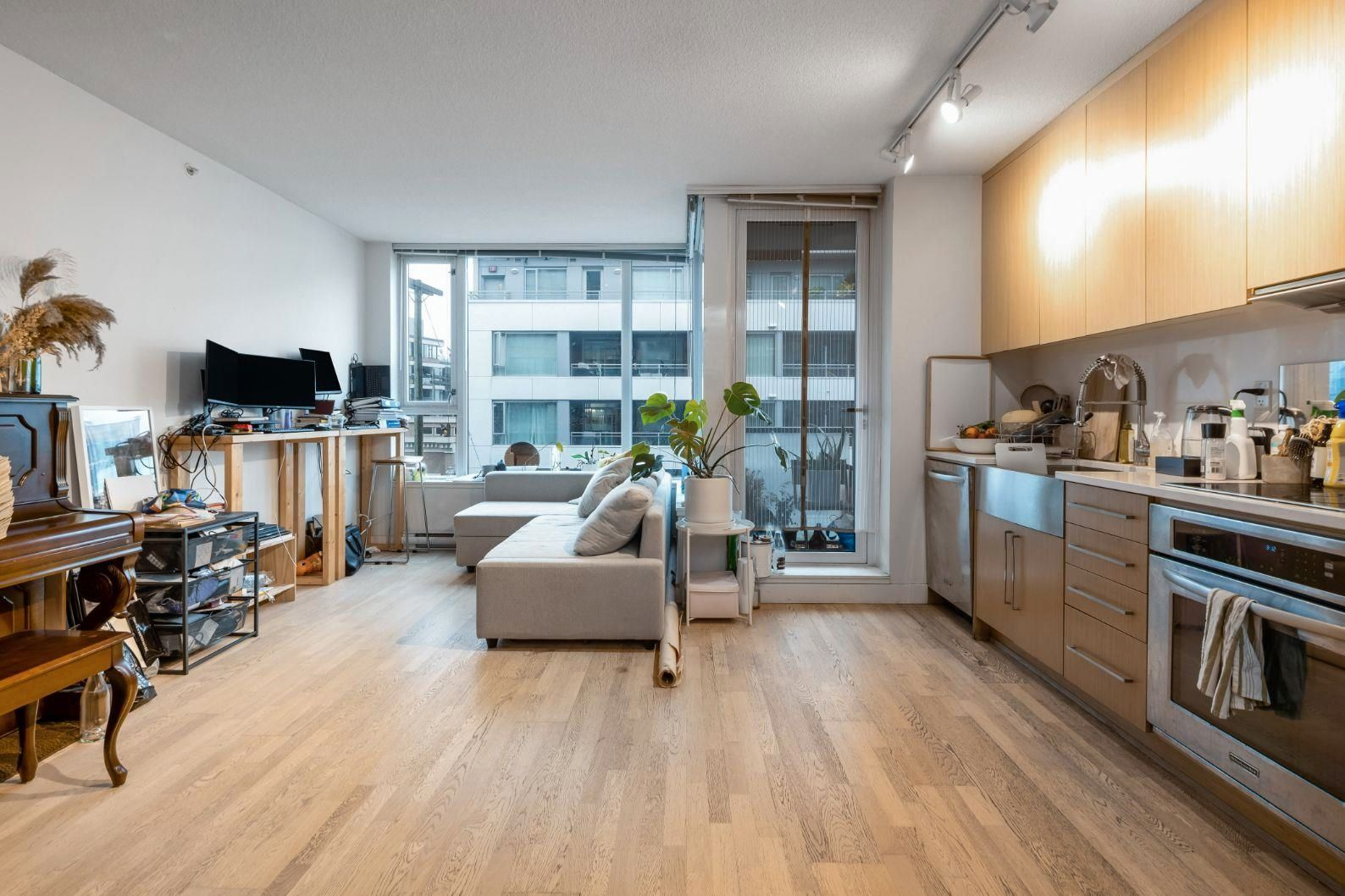 """Main Photo: 456 250 E 6TH Avenue in Vancouver: Mount Pleasant VE Condo for sale in """"DISTRICT"""" (Vancouver East)  : MLS®# R2625152"""