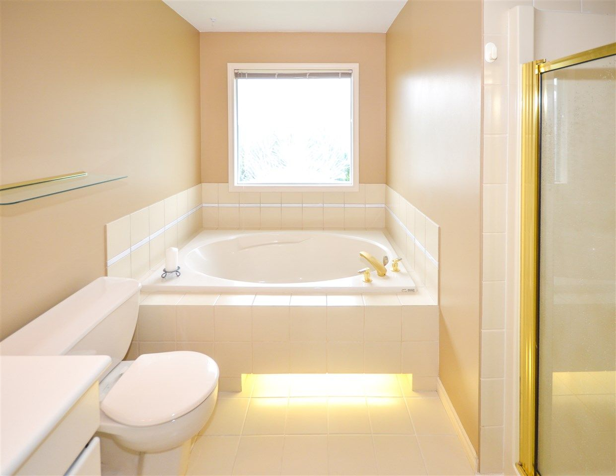 Soaker tub & separate shower.