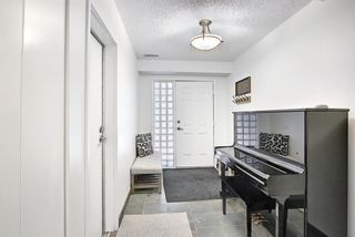 Photo 4: 14 Point Mckay Crescent NW in Calgary: Point McKay Row/Townhouse for sale : MLS®# A1130128