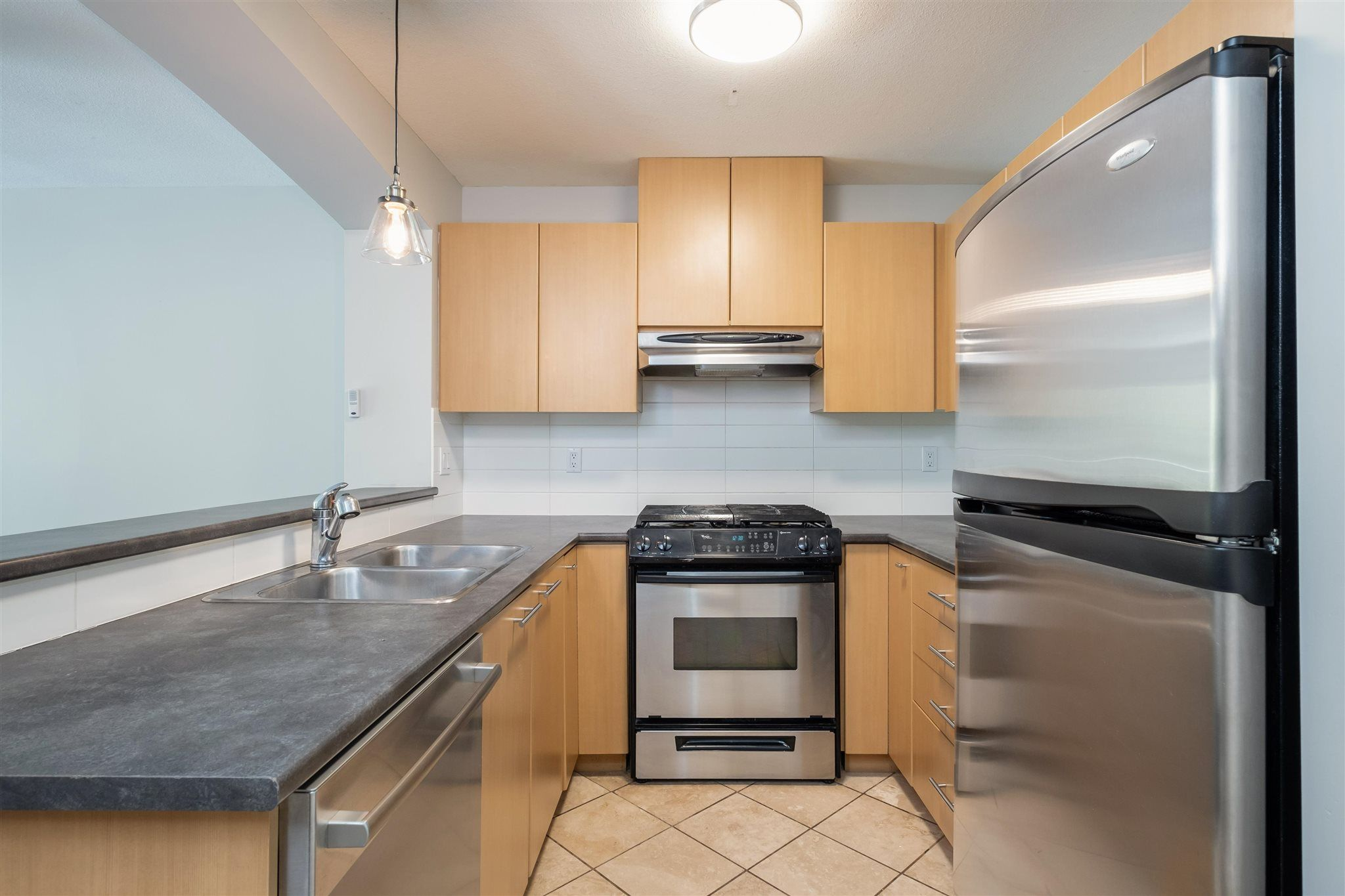 """Photo 9: Photos: 211 9339 UNIVERSITY Crescent in Burnaby: Simon Fraser Univer. Condo for sale in """"HARMONY"""" (Burnaby North)  : MLS®# R2597666"""