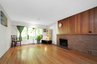 Photo 2: 946 GLENORA Avenue in North Vancouver: Edgemont House for sale : MLS®# R2521306
