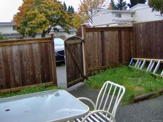 Photo 3: 36 400 Robron Rd in CAMPBELL RIVER: CR Campbell River Central Row/Townhouse for sale (Campbell River)  : MLS®# 744564