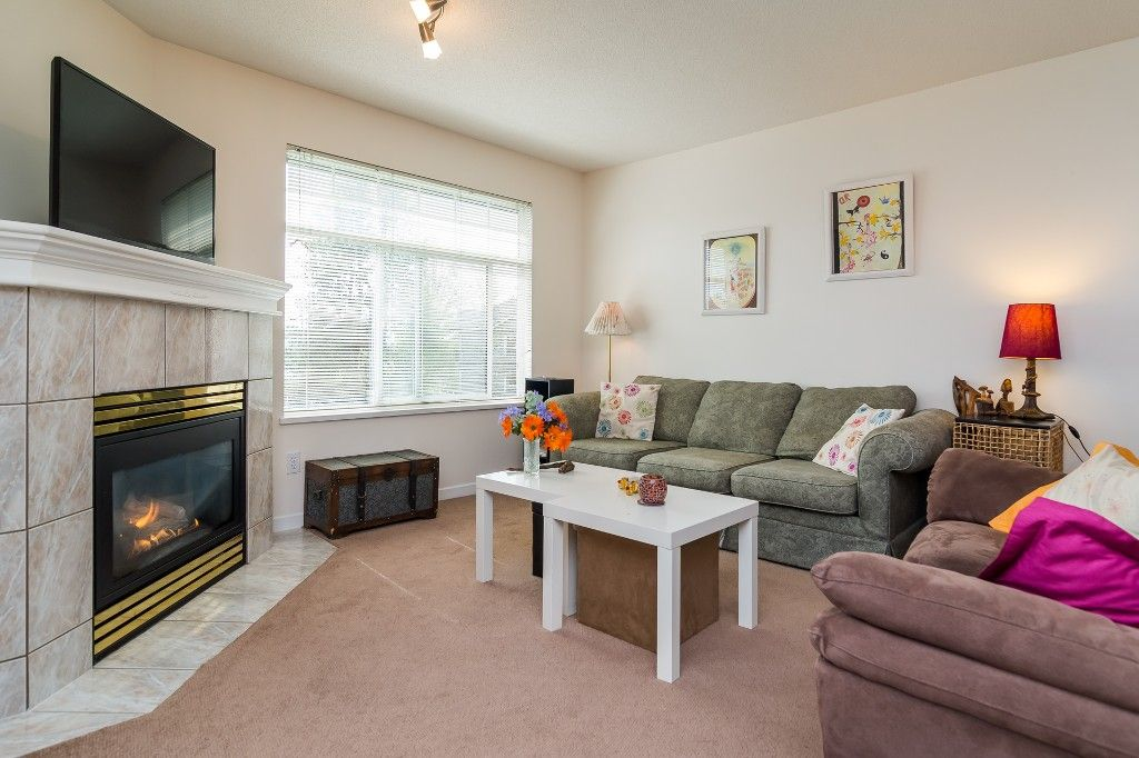 "Photo 14: Photos: 312 20894 57 Avenue in Langley: Langley City Condo for sale in ""BAYBERRY LANE"" : MLS®# R2163654"