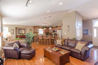 Photo 3: 43 Sage Place in Oakbank: Single Family Detached for sale : MLS®# 1407611