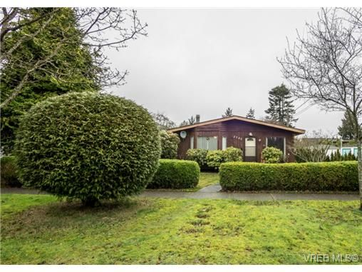 Main Photo: 2342 Orchard Ave in SIDNEY: Si Sidney South-East House for sale (Sidney)  : MLS®# 691444