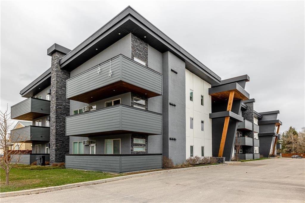 Main Photo: 16 555 MAIN Street in Steinbach: R16 Condominium for sale : MLS®# 202110549