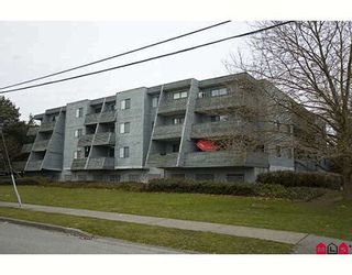 """Photo 1: 205 17661 58A Avenue in Surrey: Cloverdale BC Condo for sale in """"WYNDHAM ESTATES"""" (Cloverdale)  : MLS®# F2906679"""