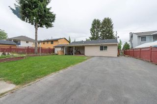 Photo 2: 13090 72 Avenue in Surrey: West Newton House for sale : MLS®# R2154059