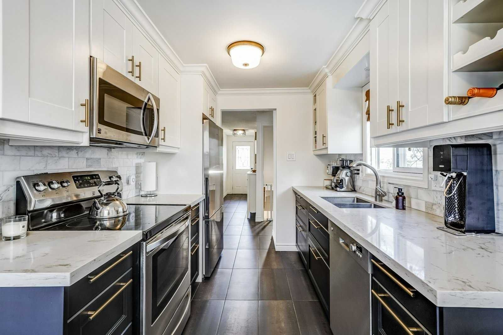 Main Photo: Hemingway Crescent in Barrie: Letitia Heights House Steven & Marie Commisso Vaughan Real Estate Vaughan Condos