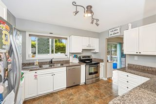 Photo 9: 555 Hallsor Dr in : Co Wishart North House for sale (Colwood)  : MLS®# 878368