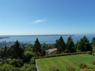 """Photo 3: 45 2238 FOLKESTONE Way in West Vancouver: Panorama Village Condo for sale in """"Panorama Village"""" : MLS®# R2101281"""