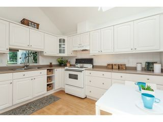 """Photo 8: 1137 ELM Street: White Rock Townhouse for sale in """"Marine Court"""" (South Surrey White Rock)  : MLS®# R2401346"""