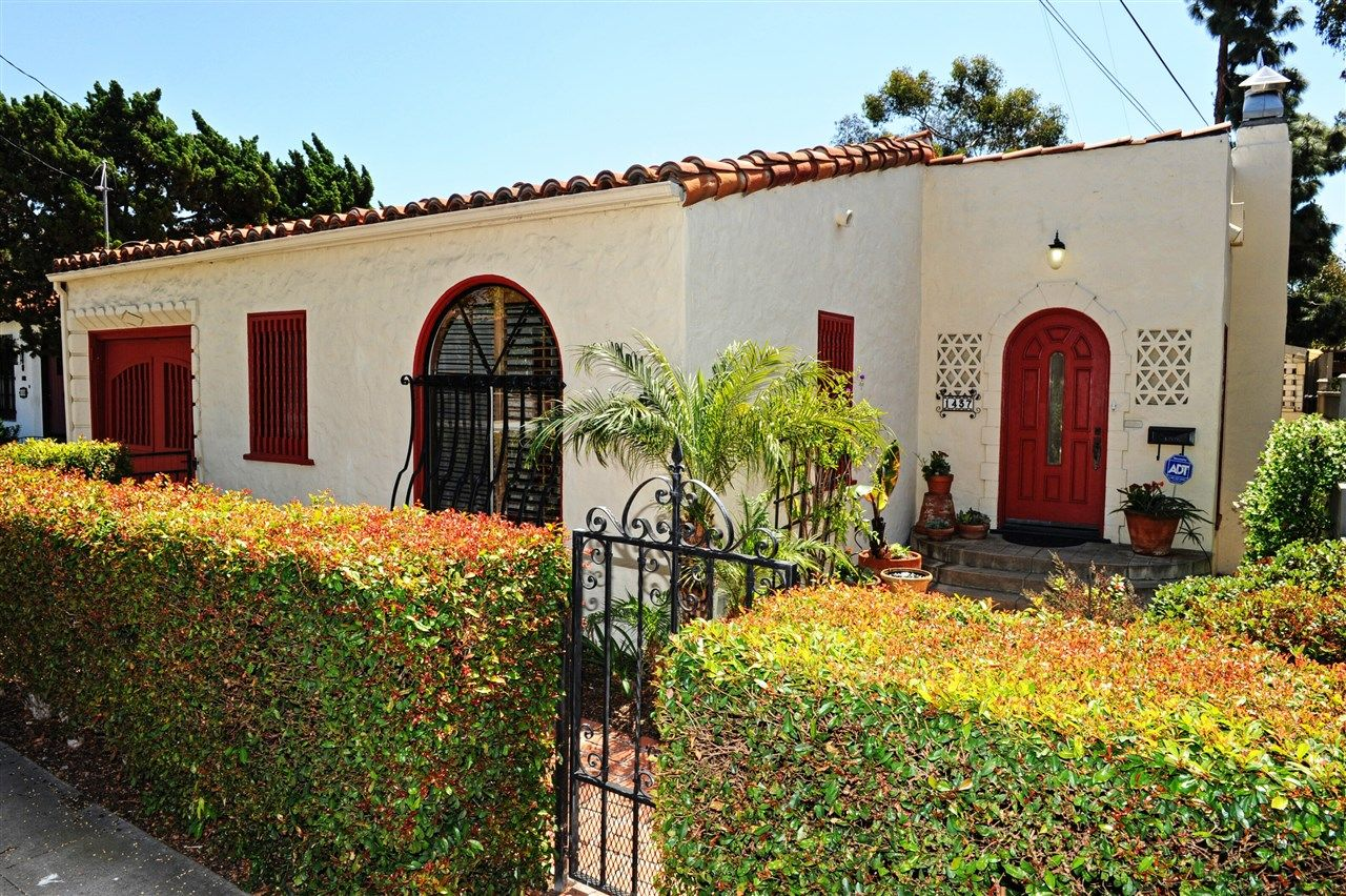 Main Photo: HILLCREST House for sale : 3 bedrooms : 1437 Brookes Ave in San Diego