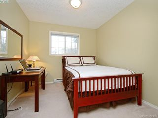 Photo 11: 4001 Santa Rosa Pl in VICTORIA: SW Strawberry Vale House for sale (Saanich West)  : MLS®# 780186