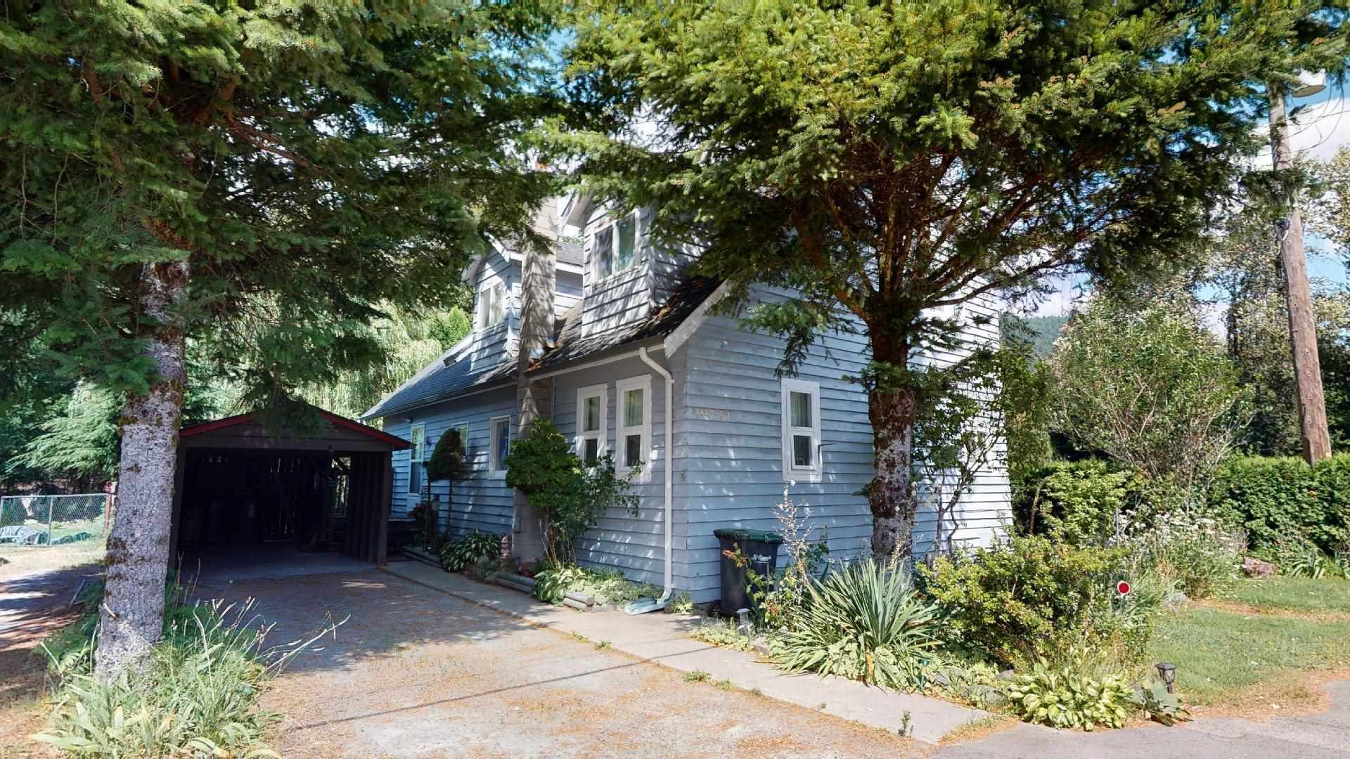 Main Photo: 39727 CLARK Road in Squamish: Northyards House for sale : MLS®# R2608160