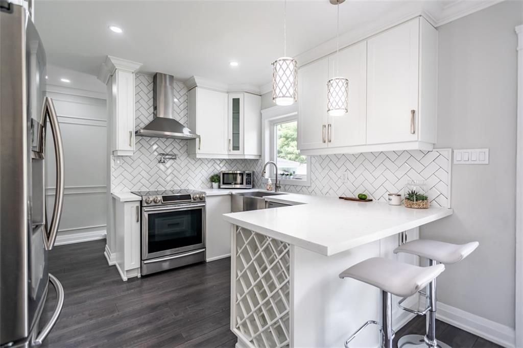 Photo 5: Photos: 2221 COURTLAND Drive in Burlington: Residential for sale : MLS®# H4084353