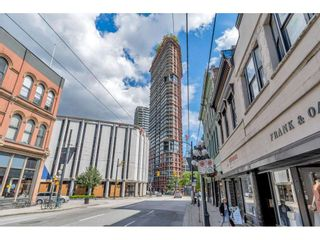 """Main Photo: 1704 128 W CORDOVA Street in Vancouver: Downtown VW Condo for sale in """"WOODWARDS"""" (Vancouver West)  : MLS®# R2592545"""