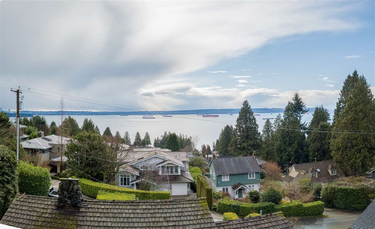 Main Photo: 2671 OTTAWA Avenue in West Vancouver: Dundarave House for sale : MLS®# R2542890