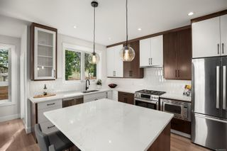 Photo 9: 245 Moss Rock Pl in Victoria: Vi Fairfield West House for sale : MLS®# 886426
