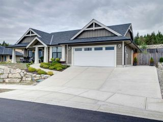 """Photo 2: 5533 PEREGRINE Crescent in Sechelt: Sechelt District House for sale in """"Silverstone Heights"""" (Sunshine Coast)  : MLS®# R2397737"""