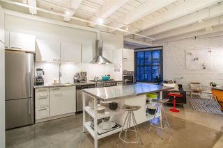 """Photo 4: 303 55 E CORDOVA Street in Vancouver: Downtown VE Condo for sale in """"Koret Lofts"""" (Vancouver East)  : MLS®# R2536365"""