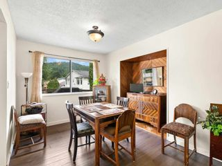 """Photo 6: 38221 GUILFORD Drive in Squamish: Valleycliffe House for sale in """"Valleycliffe"""" : MLS®# R2595387"""