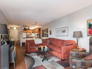 """Photo 6: 406 74 RICHMOND Street in New Westminster: Fraserview NW Condo for sale in """"Governors Court"""" : MLS®# R2407457"""