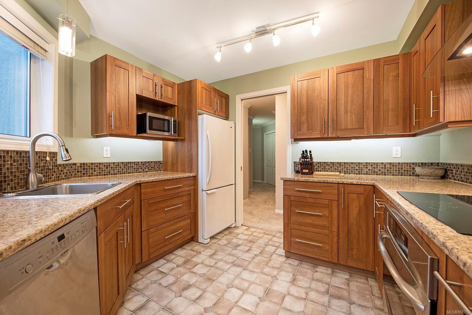 Main Photo: 222 4693 Muir Rd in : CV Courtenay East Condo for sale (Comox Valley)  : MLS®# 861713