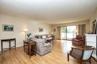 Photo 4: 101 2125 Oak Bay Ave in Oak Bay: OB South Oak Bay Condo for sale : MLS®# 837058