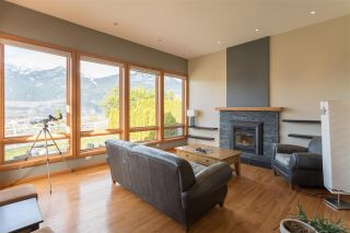 Photo 2: 2001 CLIFFSIDE Lane in Squamish: Hospital Hill House for sale : MLS®# R2249140