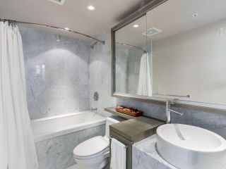 """Photo 10: 2003 833 SEYMOUR Street in Vancouver: Downtown VW Condo for sale in """"CAPITAL RESIDENCES"""" (Vancouver West)  : MLS®# R2087892"""