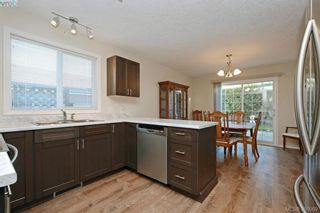 Photo 5: 24 Eagle Lane in VICTORIA: VR Glentana Manufactured Home for sale (View Royal)  : MLS®# 775804