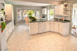 Photo 5: 2401 Wilcox Terr in : CS Tanner House for sale (Central Saanich)  : MLS®# 885075
