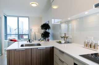Photo 2: 2603 1308 HORNBY STREET in Vancouver: Home for sale : MLS®# R2008072
