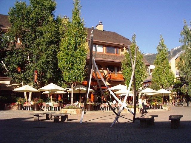 """Main Photo: 136 4220 GATEWAY Drive in Whistler: Whistler Village Condo for sale in """"BLACKCOMB LODGE"""" : MLS®# R2410086"""