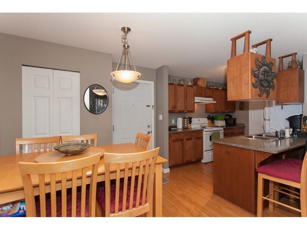 """Photo 13: Photos: 412 33960 OLD YALE Road in Abbotsford: Central Abbotsford Condo for sale in """"Old Yale Heights"""" : MLS®# R2241666"""
